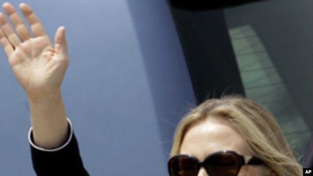 US Secretary of State, Hillary Rodham Clinton waves upon arrival in Kolkata, India, Sunday, May 6, 2012.