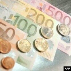 Yunanistan AB ve IMF'yle Masaya Oturdu