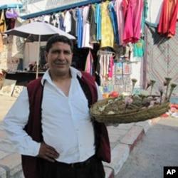 Jasmine seller Kmais at Sidi Bou Said