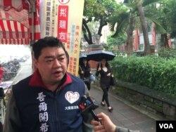 89' 北京学运领袖之一吾尔开希代表大爱宪改联盟参加2016台湾立委选举。选举日前夕,他对美国之音谈及他对台湾政治生态变化的看法。(美国之音萧洵摄影)