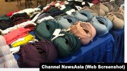 Đồ lót và các quần áo khác hiệu Uniqlo nằm trong số 800 đồ đạt mà băng trộm đánh cắp bị cảnh sát thu hồi.