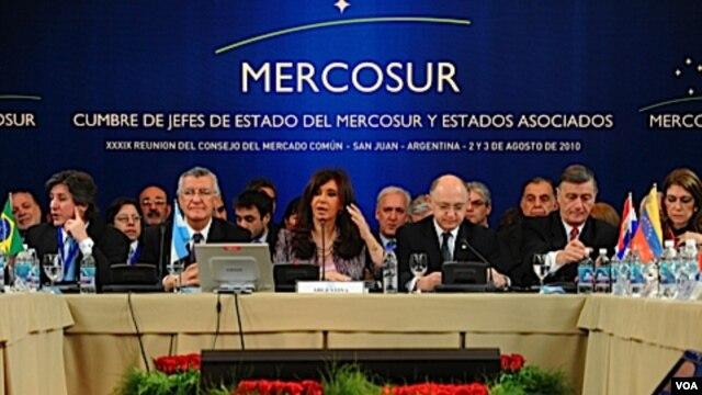 Para pejabat Amerika Selatan bertemu dalam KTT blok perdagangan Amerika Selatan (Mercosur).
