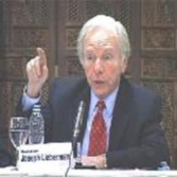 کلينتون می گويد ايران در حال حاضر سلاح اتمی ندارد اما رفتار و عملکرد جمهوری اسلامی نيت آن دولت را نشان می دهد