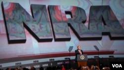 Prezident Donald Tramp Atlanta shahrida AQSh Qurol uyushmasida so'zlamoqda, 28-aprel, 2017