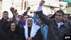 Hama ilindeki gösterilerde hayatını kaybeden 9 yaşındaki çocuğun ölümünü protesto eden yakınları