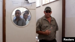 Zimbabwean hunter Theo Bronkhorst leaves court in Hwange, Oct.15, 2015. Bronkhorst is facing charges for breaching hunting rules which led to the killing of the country's most famous lion, Cecil, by U.S. dentist Walter Palmer.