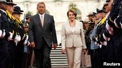 美国众议院议长贝纳和众议院少数党领袖佩洛西 (资料照片)