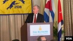 """El asesor de Seguridad Nacional, John Bolton, señaló que bajo el gobierno de Donald Trump """"retiramos todos los salvavidas a los dictadores""""."""