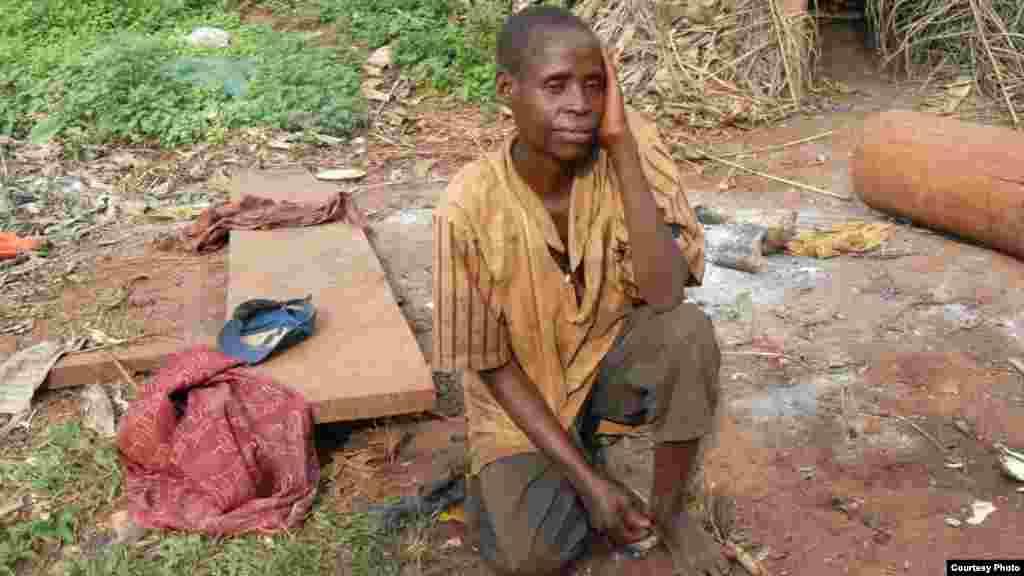 Un jeune femme Pygmées Baka relate ses difficultés quotidiennes de donner à sa famille la une alimentation appropriée.