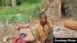 Une femme Baka, expliquant les difficultés qu'éprouvent les Pygmées à survivre