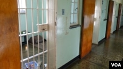 Бывшая тюремная камера Нельсона Манделы на Острове Роббен, Южная Африка.