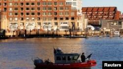 Brod američke obalske straže patrolira ispred federalnog suda gde se bira porota za sudjenje bostonskom bombašu Džoharu Carnaevu
