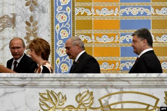 (From L) Russia's President Vladimir Putin, EU foreign policy chief Catherine Ashton, Belarus' President Alexander Lukashenko and Ukraine's President Petro Poroshenko meet in the Belarussian capital Minsk, Aug. 26, 2014.