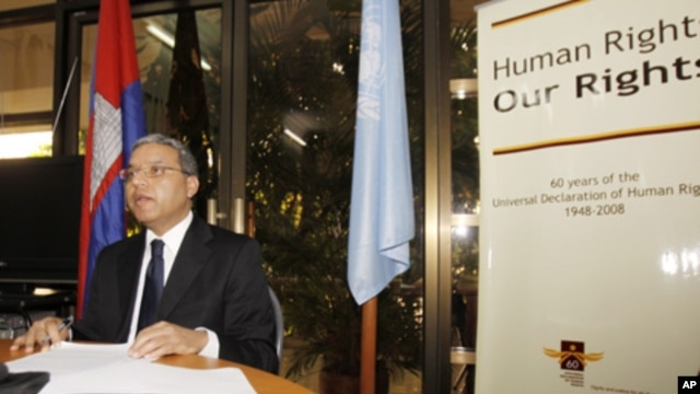 Surya Subedi, U.N. special rapporteur for human rights in Cambodia, speaks at a press conference in Phnom Penh, Cambodia, during a trip in February 2011 (FILE PHOTO).