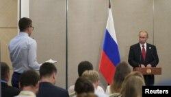 블라디미르 푸틴 러시아 대통령이 5일 브릭스 정상회의가 열리고 있는 중국 샤먼에서 기자회견을 가졌다.