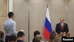 Tổng thống Nga Vladimir Putin phát biểu hôm thứ Ba 5/9 bên lề hội nghị BRIC.