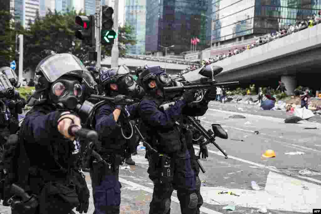 2019年6月12日,香港警方驅趕反送中條例修訂的抗議者。