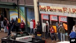 Warga AS di kota Duluth, Minnesota antri untuk membeli obat keras jenis 'designer drugs' (foto: dok). Permintaan designer drugs melonjak pesat.