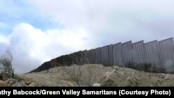 نمایی از مرز مشترک بین ایالت آریزونای آمریکا و مکزیک
