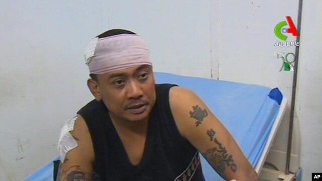 Một con tin được giải cứu nói chuyện với các báo giới trong một bệnh viện ở Ain Amenas, Algeria, ngày 18/1/2013.
