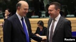 برسلز میں یورپی یونین کے اجلاس کےموقع پر فرانس اور یونان کے وزرائے خزانہ کی ملاقات۔ 13 دسمبر 2012