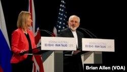 عکس آرشیوی از محمدجواد ظریف وزیر امور خارجه ایران و فدریکا موگرینی مسئول سیاست خارجه اتحادیه اروپا در وین - ۲۳ تیر ۱۳۹۴