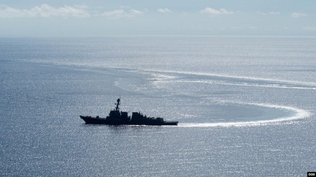 Tàu Hải quân Hoa Kỳ USS Dewey tuần tra Biển Đông