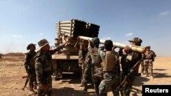 Peshmerga borci - irački Kurdi , se bore protiv militanata ISIL-a