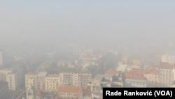 Vazduh je u Srbiji veoma zagađen već više od 10 godina, ali gusta magla bez padavina ove zime učinila je to vidljivijim (Foto: VOA)