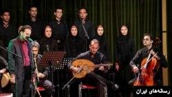 اجرای موسیقی در میان یک برنامه در شهر قم انتقاد روحانی های سنتی را در پی داشت.
