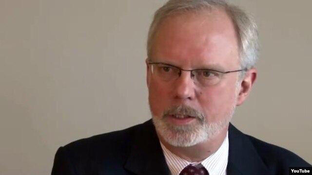 Trợ lý Bộ trưởng Quốc phòng David Shear nói ngân sách bộ Quốc phòng trong năm 2015 bao gồm 40 triệu đôla các khoản vay và trợ cấp về quân sự cho Philippines.
