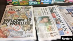 """Kios penjualan koran dan majalah di Melbourne, Australia, memajang """"The Herald Sun"""" yang menampilkan gambar karikatur Serena Williams, yang kontroversial, 12 September 2018. (Foto: dok)."""