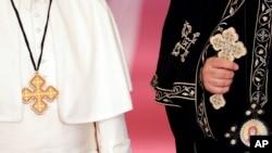 La visita del papa también ayudará al presidente de Egipto, Abdul Fatá el Sisi, a asentar su imagen de estatista global que combate la militancia religiosa y defiende el diálogo entre religiones.