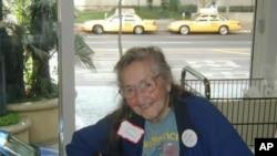 At 95, folk singer Faith Petric still holds regular jam sessions with fellow musicians.