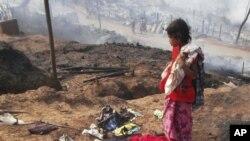 泰国一个缅甸人居住的难民营被大火烧毁