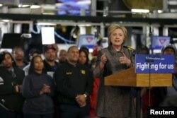 Ứng cử viên Đảng Dân chủ Hillary Clinton phát biểu ở thành phố Detroit, bang Michigan, ngày 4 tháng 3, 2016.