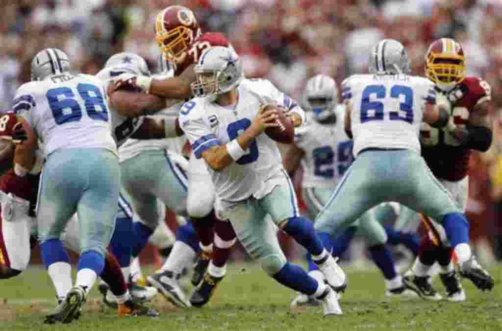 El tradicional juego del equipo de fútbol americano de los Cowboys de Dallas, en esta versión 2011, es contra los Delfines de Miami, equipo que cuenta con 12 ex jugadores del equipo texano.