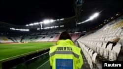 Prazne tribine u Torinu za meč Juventusa i Intera