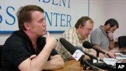 Shamil Sultanov, Vitaliy Ponomarev, Arkadiy Dubnov at Independent Press Center in Moscow