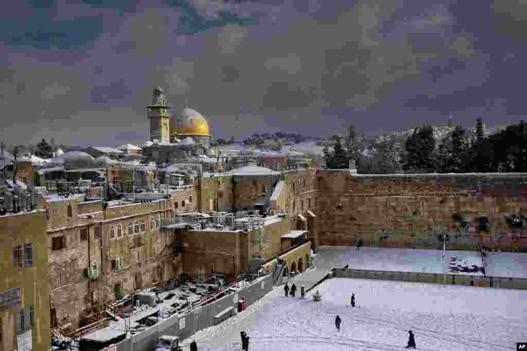 The Western Wall is seen during a snow storm in Jerusalem, Dec. 13, 2013.