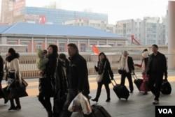 外地游客抵达丹东