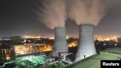 China banyak mengandalkan pembangkit listrik batubara yang memperburuk kualitas udara (foto: dok).