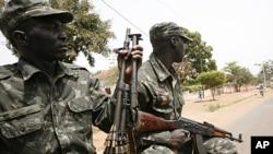 Soldados patrulham ruas de Bissau (Foto Arquivo)