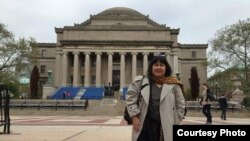 "Penulis Indonesia, Leila Chudori di depan Columbia University, New York, salah satu tujuan tur bedah buku ""Pulang."" (Courtesy Leila Chudori)"