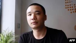 Nguyễn Hà Đông, tác giả của trò chơi 'Flappy Bird' tại một quán cà phê ở Hà Nội, ngày 5/2/2014.