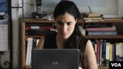 En los últimos cuatro años el gobierno cubano le ha negado 18 veces el permiso de salida a la bloguera cubana.