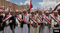 La plaza central de Sana, símbolo de las protestas, continúa llena de manifestantes antigubernamentales.