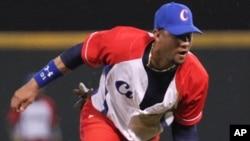 El segunda base del equipo de béisbol nacional de Cuba jugaba en la Serie del Caribe, en República Dominicana.