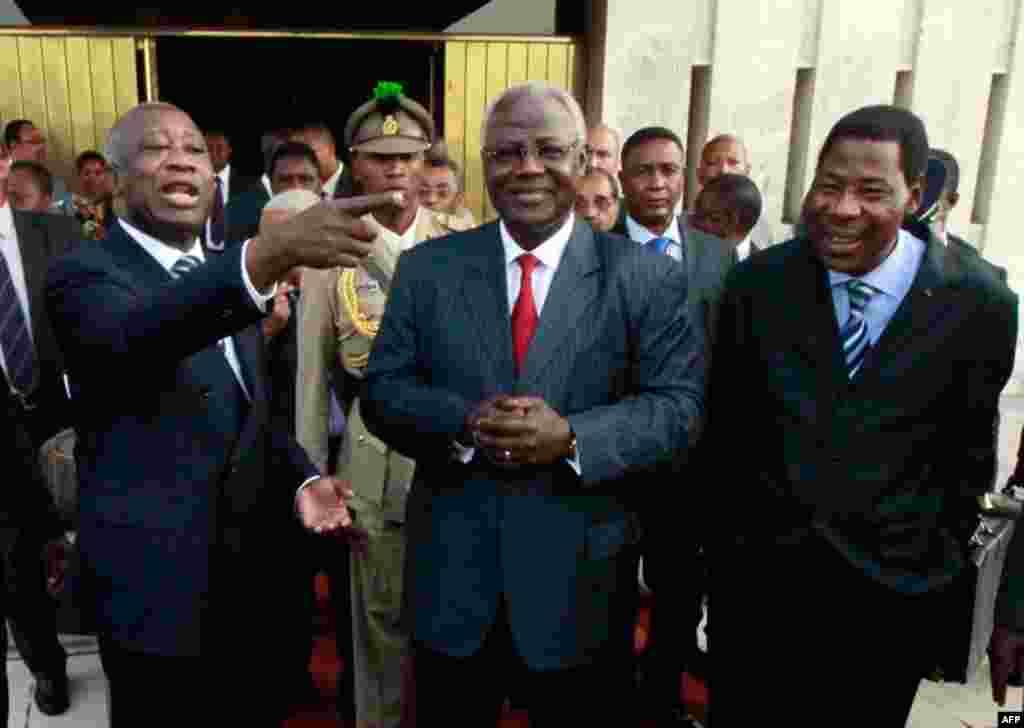 Dec. 28: Benin's President Boni Yayi (R), Sierra Leone's President Ernest Bai Koroma and incumbent Ivory Coast leader Laurent Gbagbo (L) speak after meeting in Abidjan. Three west African presidents met incumbent Ivory Coast leader Gbagbo on Tuesday to de