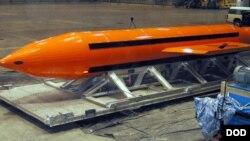 """11 tonnalik portlovchi modda AQSh havo kuchlari tomonidan """"Barcha bombalarning onasi"""" deb ataladi."""